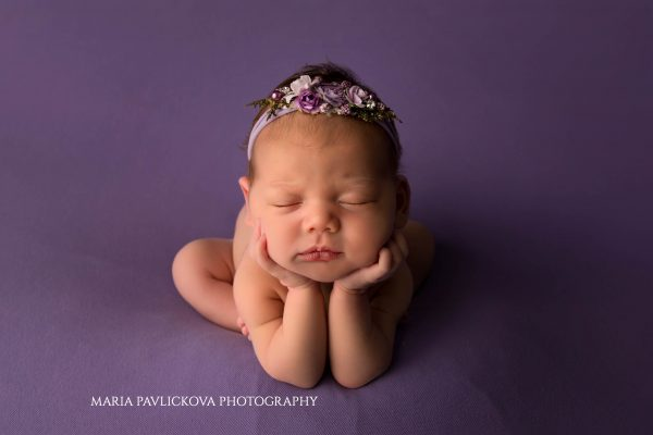newborn photography Zagreb froggy pose