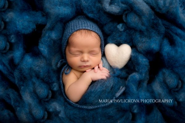 newborn_baby_blue_blanket